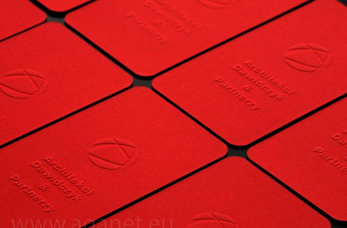 Tłoczenie 3D na czerwonym papierze